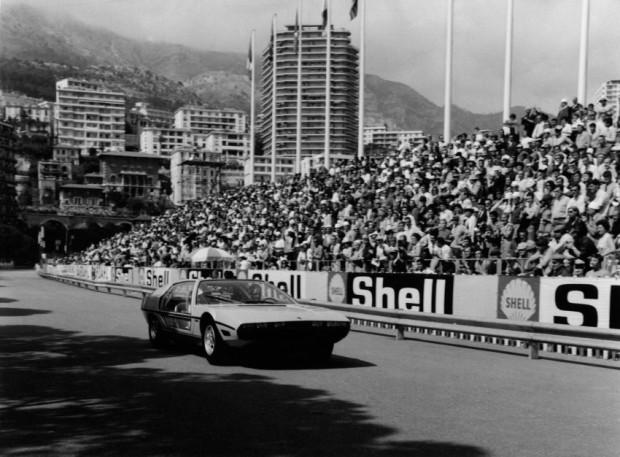 foto storiche bn Lamborghini Marzal scelta dal Principe Ranieri, per aprire con la Principessa Grace al fianco, il Gran Premio di Montecarlo del 1967