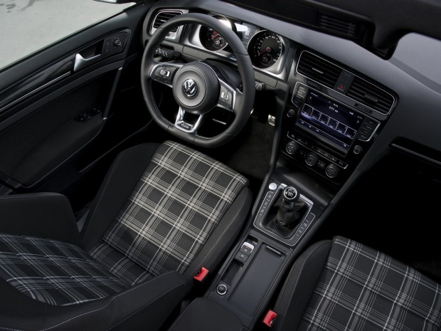 volkswagen_golf_gtd_5-door_30