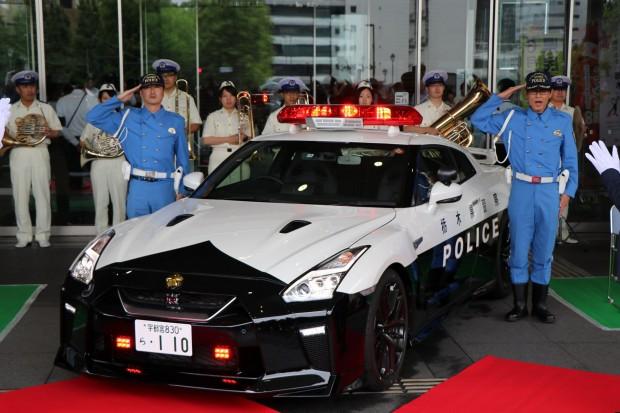 406fced5-nissan-gt-r-police-car-2