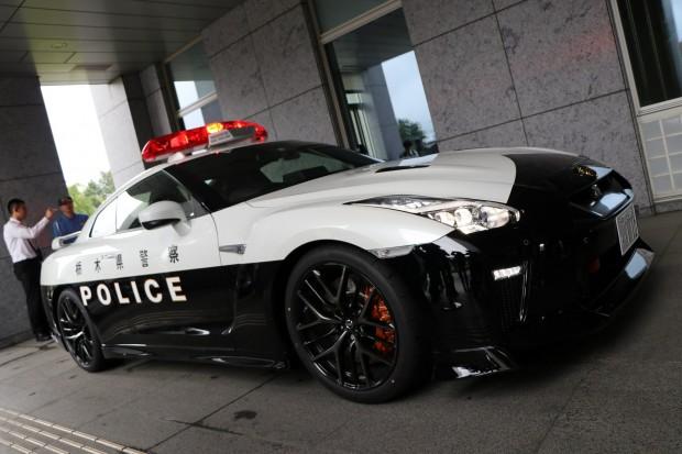 64199cf2-nissan-gt-r-police-car-9