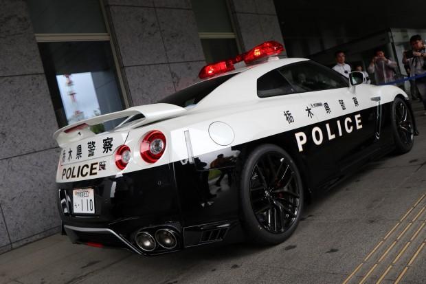 751a5d59-nissan-gt-r-police-car-12