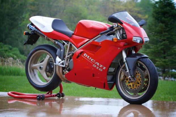 Ducati 916 descanso
