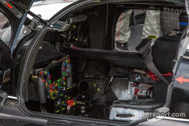 lemans-24-hours-of-le-mans-2016-2-porsche-team-porsche-919-hybrid-cockpit