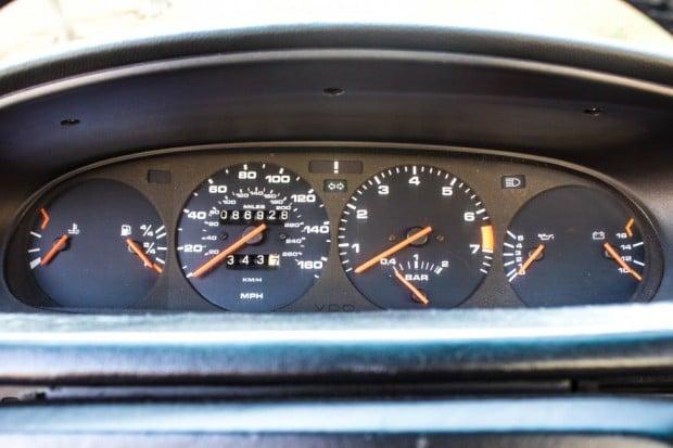 1986-Porsche-944-turbo-velocimetro