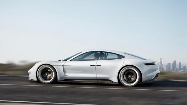 1_-_2019_-_Porsche-Taycan-Press-white-1001-565