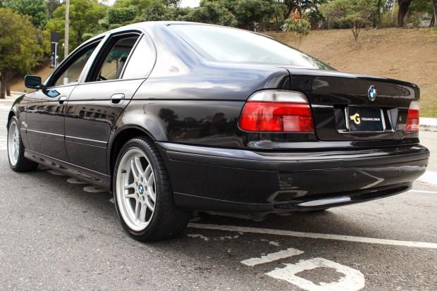 BMW-528i-E39-TheGarage-07-2400x1600
