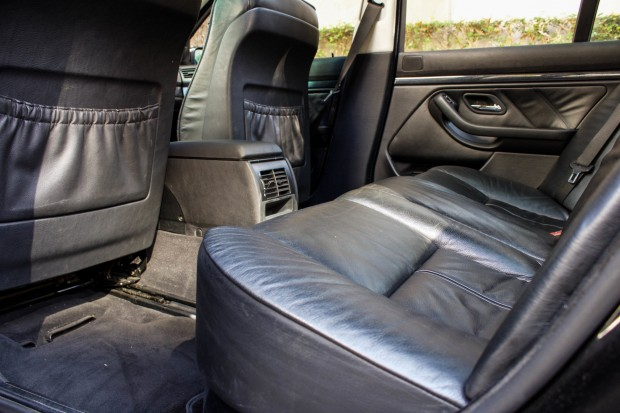 BMW-528i-E39-TheGarage-interior-07-2400x1600