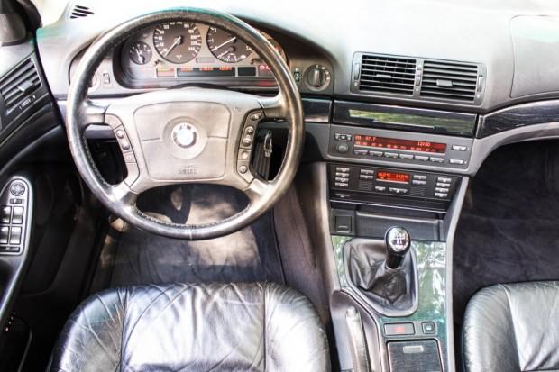 BMW-528i-E39-TheGarage-painel-02