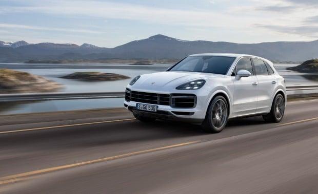 2019-porsche-cayenne-turbo-photos-and-info-news-car-and-driver-photo-690628-s-original