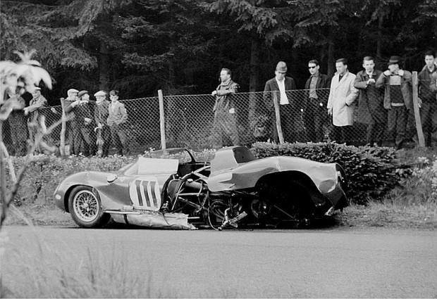 800px-1963-05-19_Ferrari_Nr._111_von_Parkes_(Wrack)