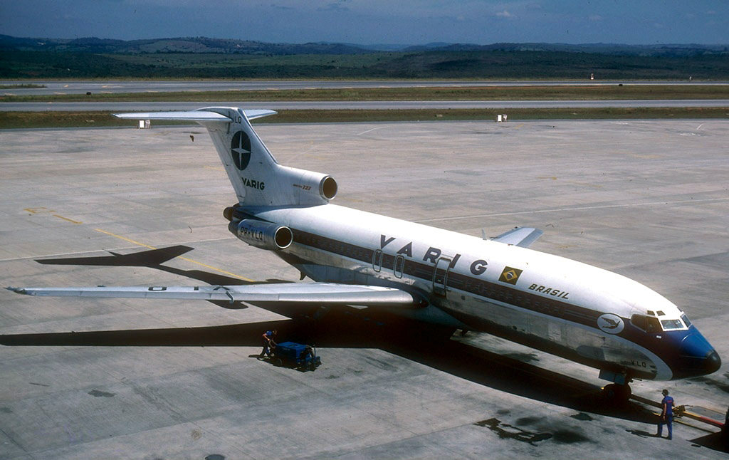 Boeing_727-95,_Varig_AN0733178