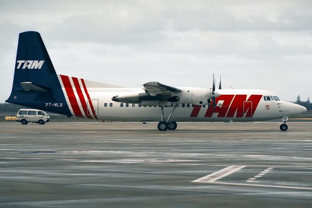 Fokker_50,_TAM_Linhas_Aereas_JP5956015