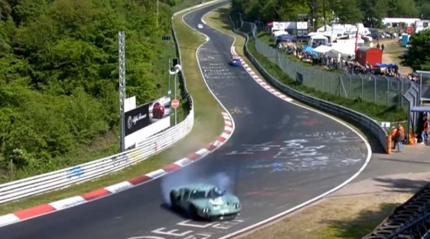 ford-gt40-gets-destroyed-in-nurburgring-crash-during-24h-classic-race_3