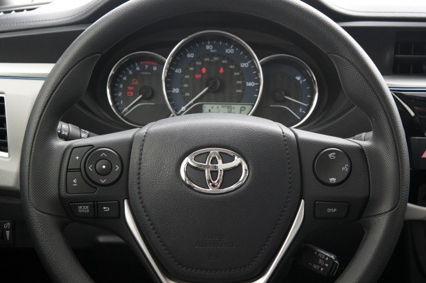 2014-toyota-corolla-steering-wheeljpg