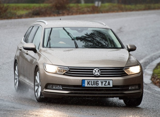 volkswagen_passat_estate_bluemotion_22