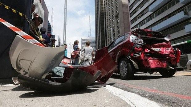 acidente-de-trânsito-carro-620x349