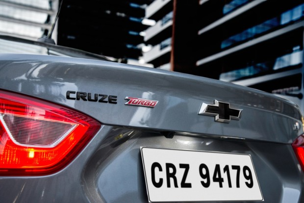 chevrolet-cruze-lt-black-bow-tie-3