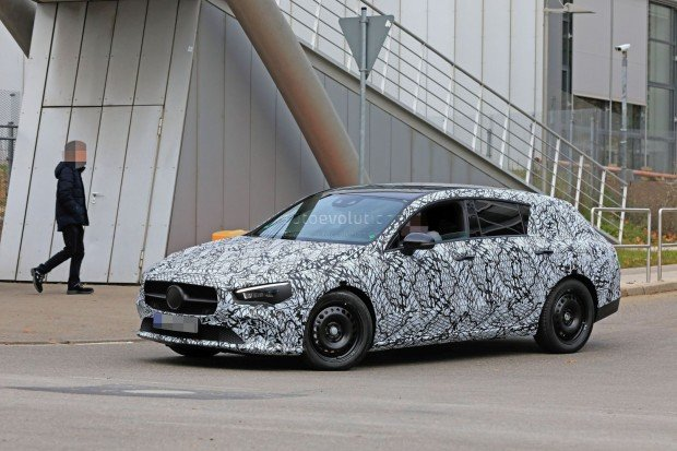next-mercedes-benz-cla-shooting-brake-spotted-in-traffic-has-elegant-roofline_2
