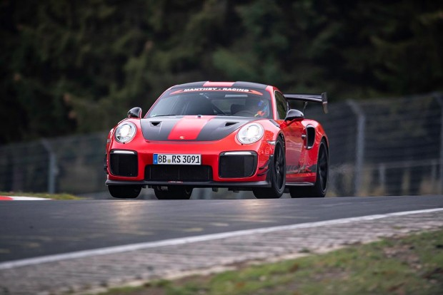 porsche-911-GT2-RS-MR-is-the-fastest-road-legal-sports-car-on-the-'Ring' (2)