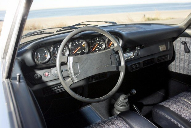 porsche_911_carrera_2.7_coupe_34