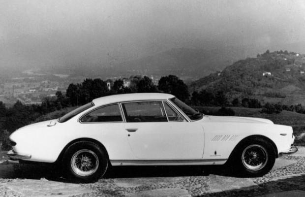 Ferrari-330-GT (14)