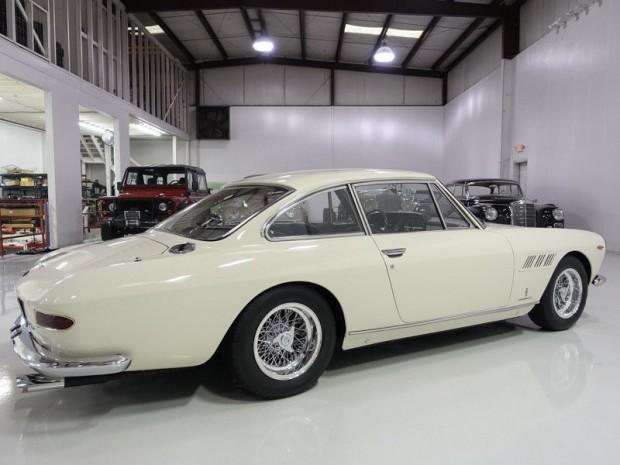Ferrari-330-GT (3)