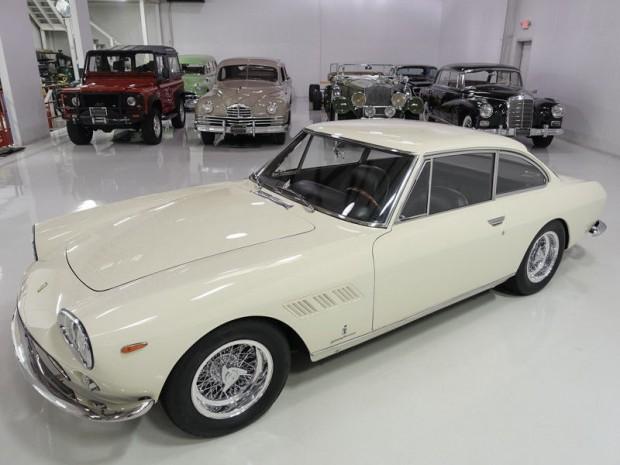Ferrari-330-GT (5)