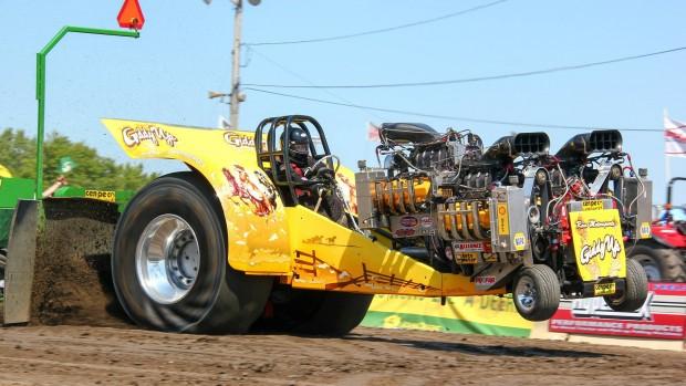 Tractor Pulling: quando os tratores saem do campo e (quase) se transformam em dragsters